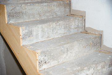 Jak wykonać okładzinę z desek schodów betonowych - krok po kroku