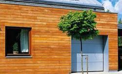 Łączny koszt dachu skośnego. Jak przewidzieć wydatki na więźbę dachową i pokrycie?