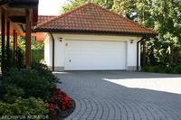 Budowa garażu - właściwe odległości od granicy działki
