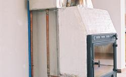 Kiedy instalacja kominka z płaszczem wodnym może być niebezpieczna