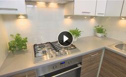 Jak urządzić małą kuchnię? Pomysł na funkcjonalne i przestronne wnętrze