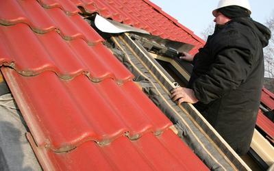 Montaz okna dachowego w blachodachowce