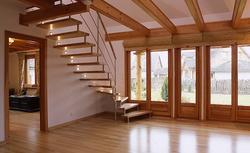 Jak kupować schody drewniane i okładziny schodów betonowych. Posłuchaj rad eksperta