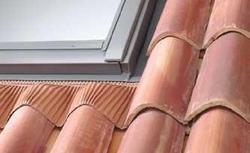 Okna dachowe. Połączenie okna z połacią dachu