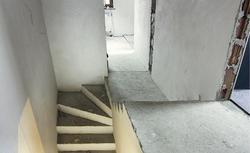 Schody betonowe bez błędów. Jak wygląda budowa schodów wewnętrznych betonowych