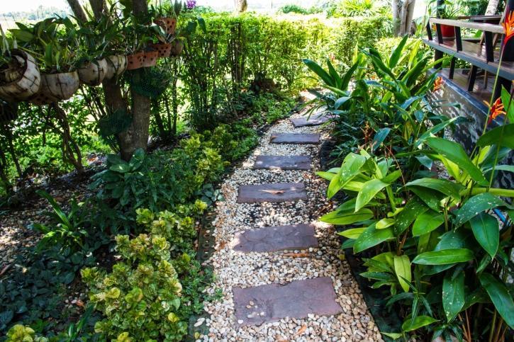 Ścieżki ogrodowe i nawierzchnie w ogrodzie. GALERIA ZDJĘĆ OGRODÓW