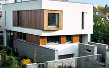 Dom jednorodzinny z poddaszem lub piętrowy – który projekt wybrać?