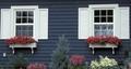 Okiennice – metoda na zacienienie wnętrza i ozdoba domu. Konstrukcja, materiały i sposób montażu