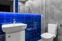 Szara łazienka - niebieski