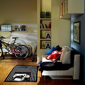 Małe mieszkanie - wnęka przy szafie