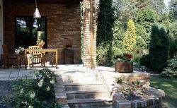 Schody łączące dom z ogrodem