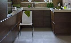 Materiały wykończeniowe na podłogę w kuchni: płytki ceramiczne
