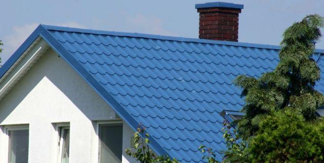 Blacha dachowa - jak dopasować pokrycie do parametrów dachu