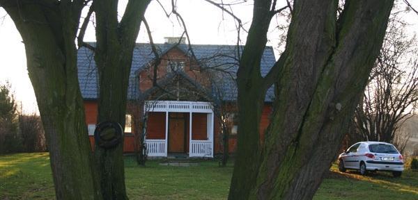 Dom z białym gankiem